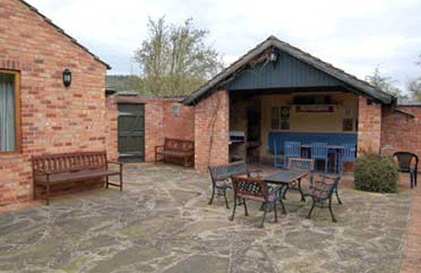 Woodside Self Catering Accommodation Bbq And Garden Area